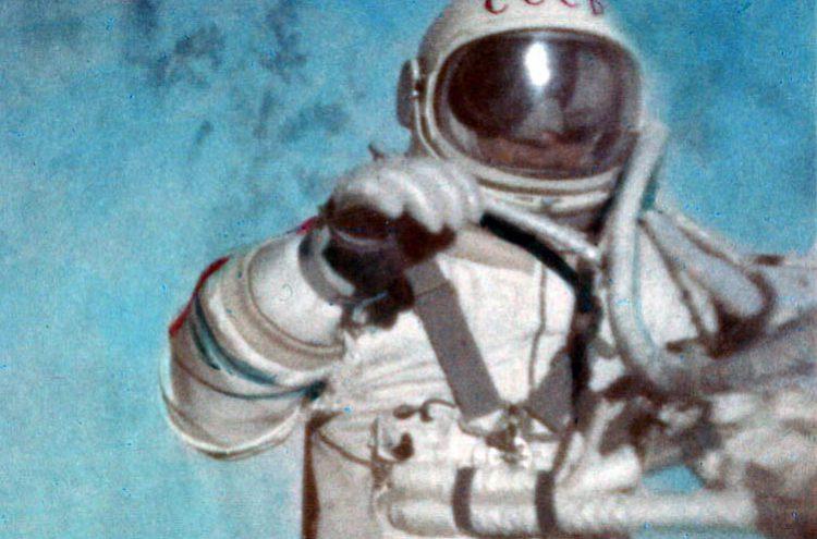 El primer astronauta que realizó un paseo espacial