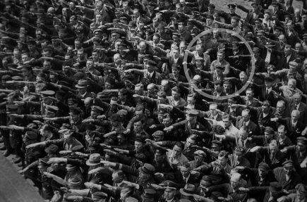 August Landmesser, el hombre que se negó a realizar el saludo nazi a Adolf Hitler