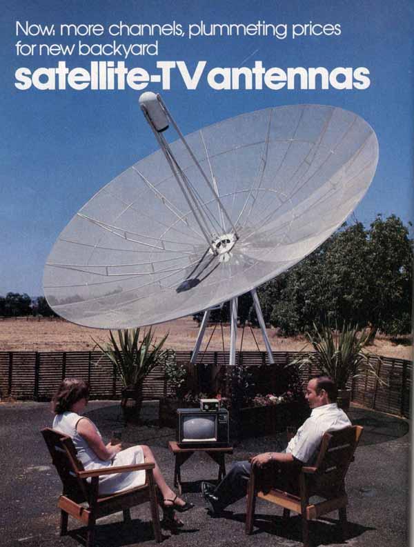 Una antena parabólica gigantesca en el jardín de casa