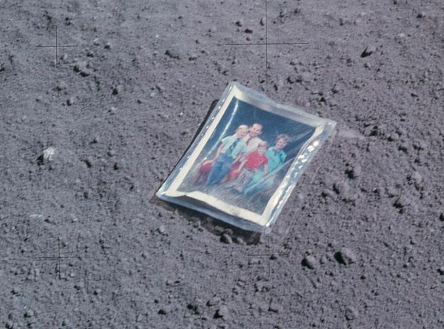 Charles Duke dejó esta foto de su familia en la superficie de la Luna