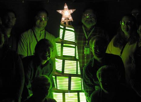 Árbol de Navidad hecho de paneles OLED flexibles