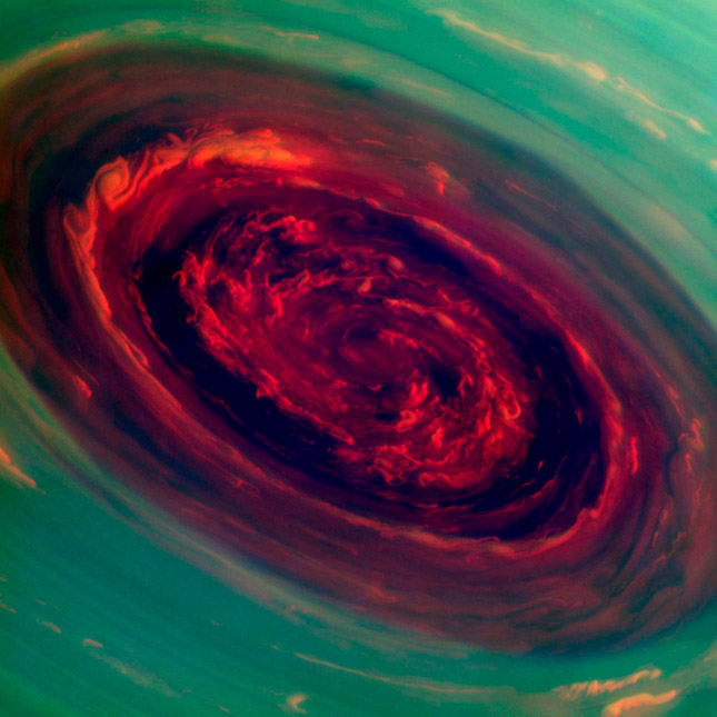 El gigantesco huracán en el centro del hexágono de Saturno
