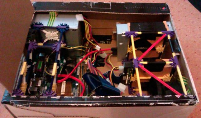 Un PC en el interior de una caja de PlayStation 3