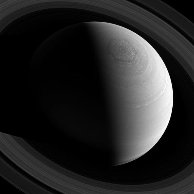 Espectacular imagen del gigantesco héxagono de Saturno