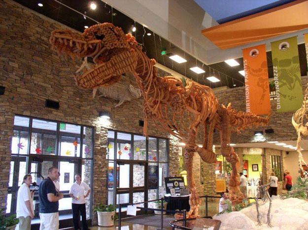 Tiranosaurio Rex hecho con globos