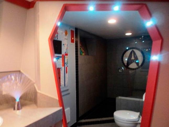 Trekkie gasta 30.000 dólares para convertir su casa en una réplica de la USS Enterprise