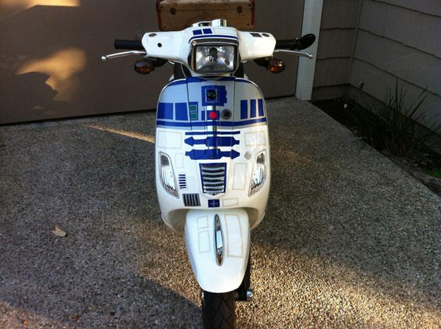 Una vespa transformada en R2-D2