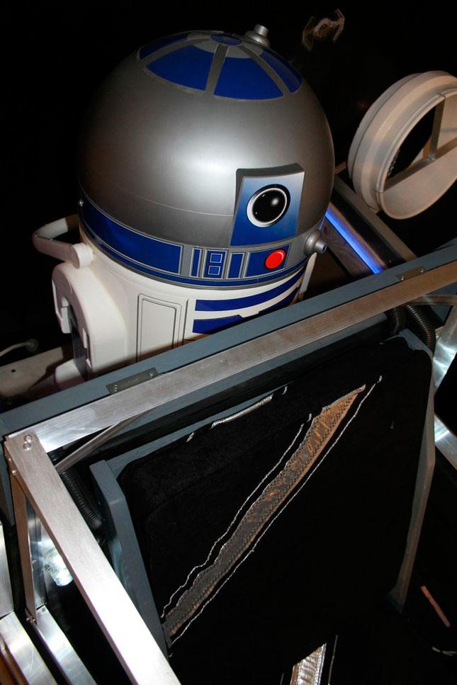 Fan de Star Wars construye una cama X-Wing a su hijo pequeño