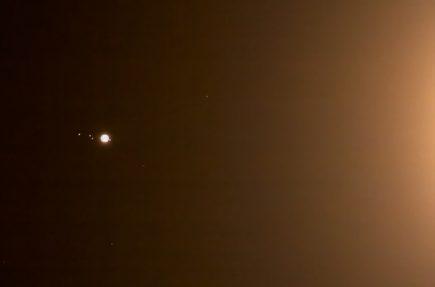 Júpiter, Ganímedes, Europa, Calisto e Io a la luz de la Luna