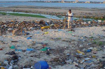 Cada año se abocan entre 4.800 y 12.700 millones de toneladas de plástico a los océanos