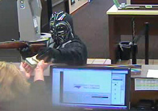 Ladrón disfrazado de Darth Vader atraca un banco