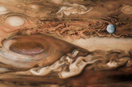 La luna Europa empequeñecida ante la colosal Gran Mancha Roja de Júpiter La luna Europa empequeñecida ante la colosal Gran Mancha Roja de Júpiter