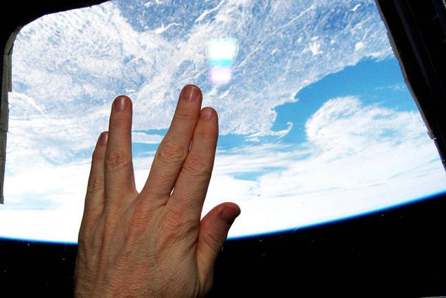 Astronautas realizan el saludo vulcano desde el espacio